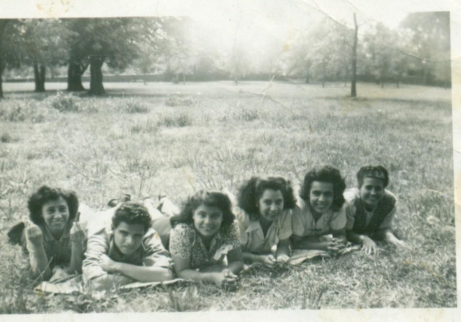 De izquierda a derecha Carmen Ortero, Hector Hita, Abigail Hita, Hulda Escanio, Elisa Alicea, and Luisa Gordon.