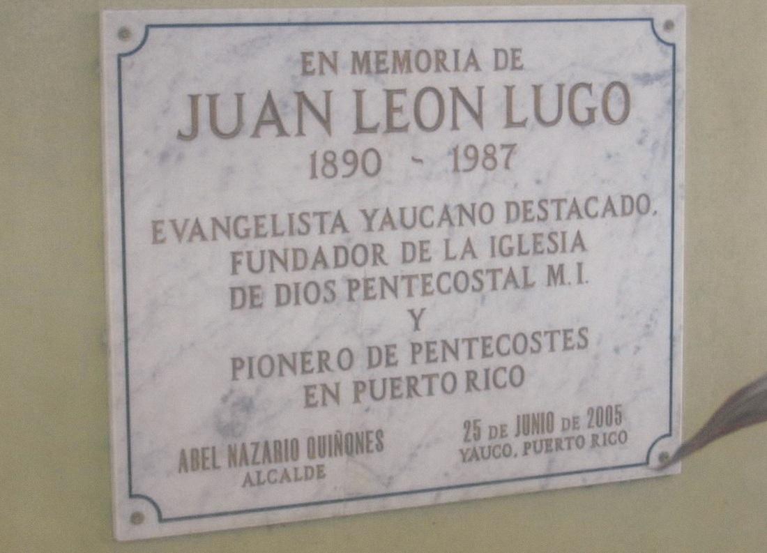 Reconocimiento al Revd. Juan Lugo y su familia placa frente al templo